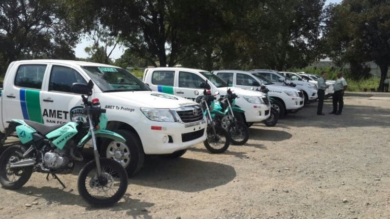 AMET entrega camionetas y motocicletas a dotaciones de 7 comunidades