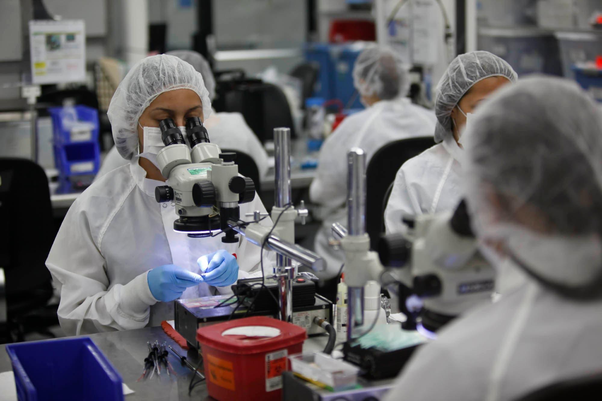 11 enero 2012 Foto: Jorge ARCE / EF. Entrevista con el gerente general de Arthorcare corporation, Andrés Salazar, empresa dedicada a la fabricación de dispositivos médicos.