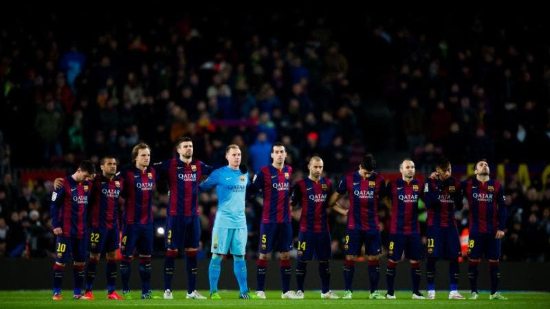BARCELONA, SPAIN - JANUARY 21:  Players of FC Barcelona observe a minute of silence before the Copa del Rey Quarter-Final First Leg match between FC Barcelona and Club Atletico de Madrid at Camp Nou on January 21, 2015 in Barcelona, Spain. (Photo by Alex Caparros/Getty Images)