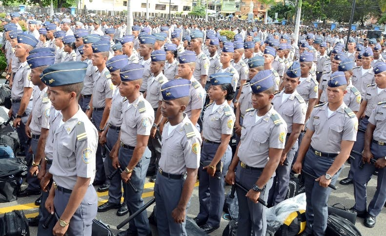 Alrededor de 13,000 agentes de la Policía laboran fuera de la institución