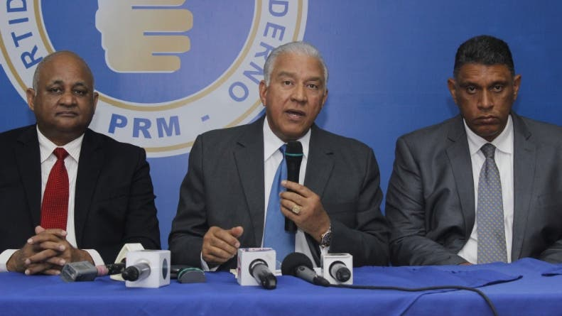 Roberto Fulcar, Andrés Bautista y Jesús Vásquez, dirigentes del PRM. Foto de archivo.