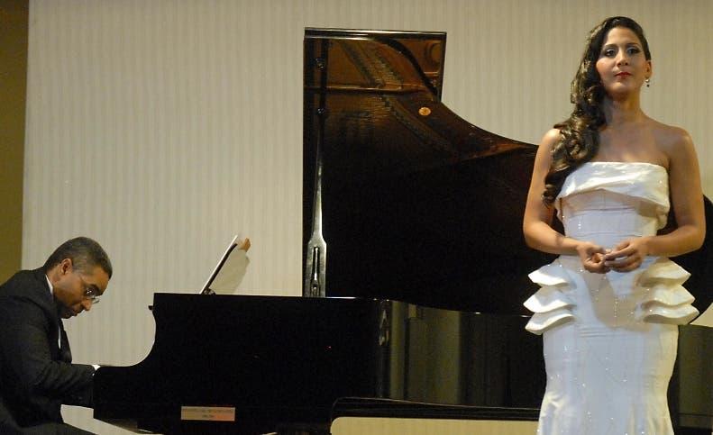 Nathalie Peña trae gira Stabat Mater