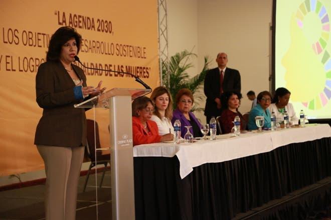 La vicepresidenta Margarita Cedeño deploró la discriminación salarial de la mujer