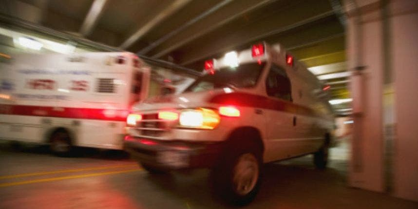 Paciente roba ambulancia y choca con 15 vehículos en Puerto Rico