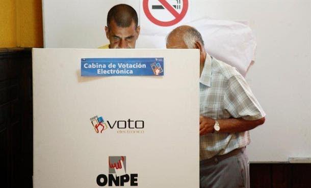 Cierran colegios electorales de los comicios generales de Perú