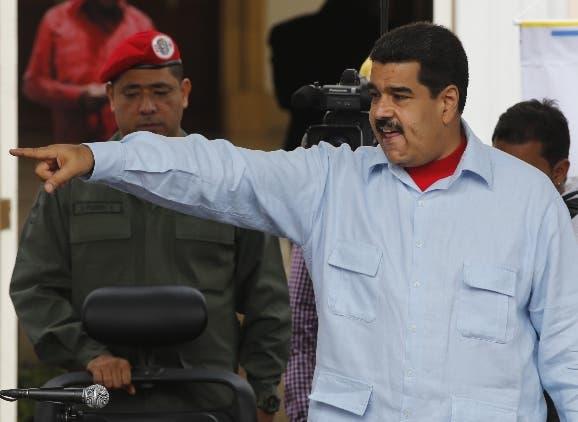 Oposición impulsa enmienda para recortar mandato de Maduro