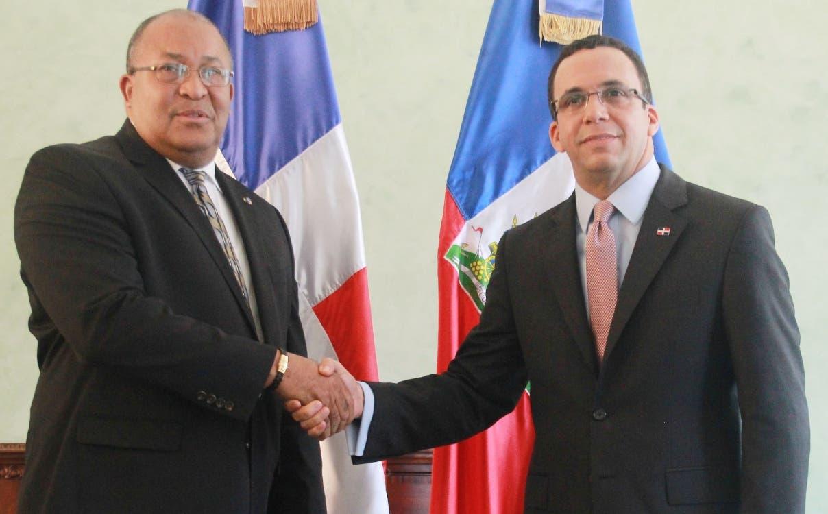 La RD y Haití anuncian otra vez el restablecimiento del diálogo