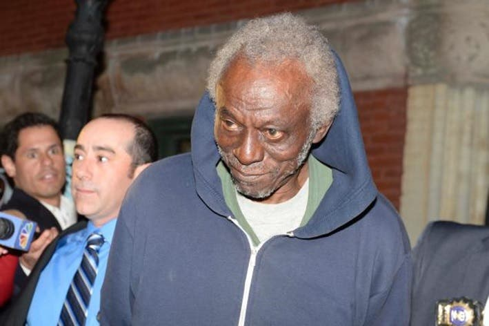 ¡Insólito! Un anciano en NY se dedicaba atracar ancianos