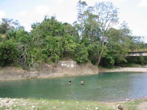 Niño de 11 años muere ahogado al bañarse en el río Camú
