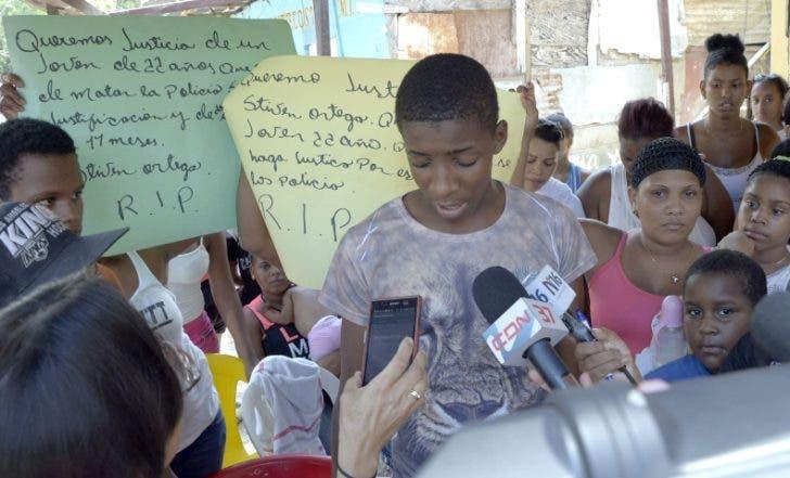 Reportaje en el barrio la 40 de Cristo Rey,sobre el asesinato del joven steven Ortega, por un policia que patrullaba el sector/foto Jose de Leon