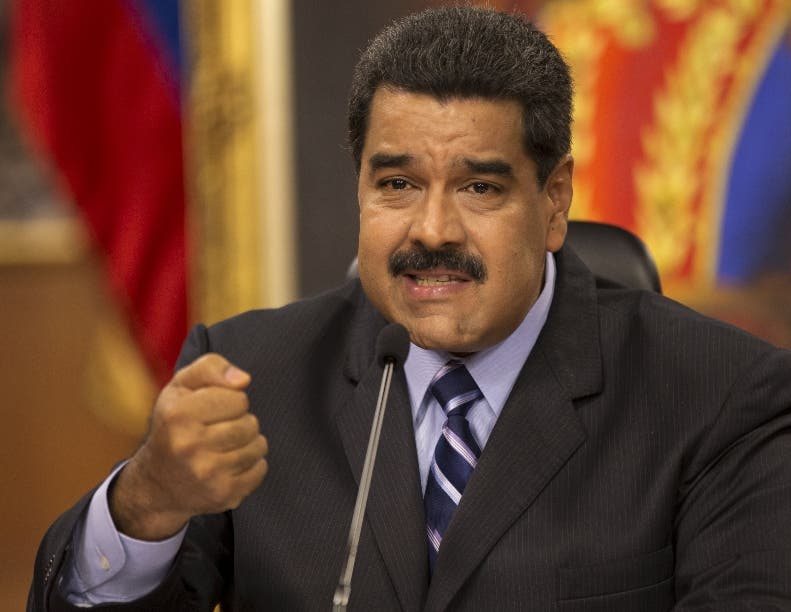 """Maduro ordena recoger billetes de 100 bolívares para hacer frente a """"mafias»"""