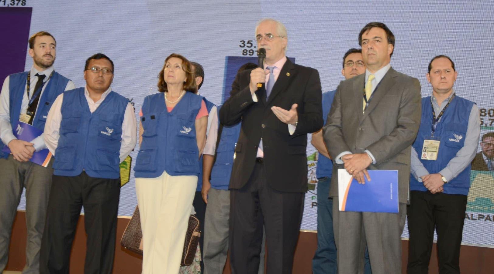 Rueda de prensa de la misión de observadores electoral de UNASUR,en el centro de computo de la JCE,hotel Dominican Fiesta/foto Jose de Leon