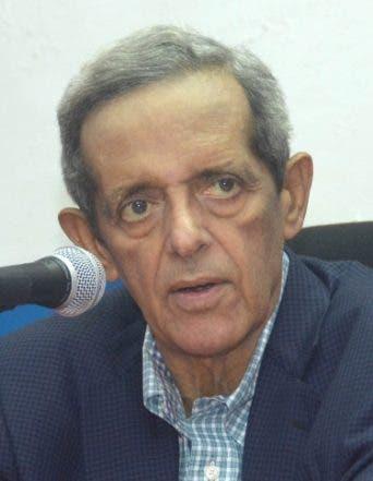 País / Rueda de Prensa del PRSD. En Foto: Hatuey de Camps, Presidente del Partido PRSD. 10-05-16. Fotos: Adolfo Woodley Valdez.