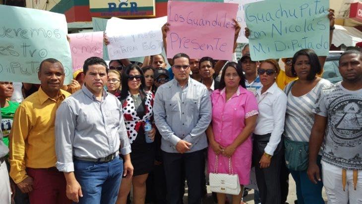 NICOLAS CONCEPCION E YSABEL DE LA CRUZ EN EL CENTRO JUNTO S DIRIGENTES DE LA ZONA (1)