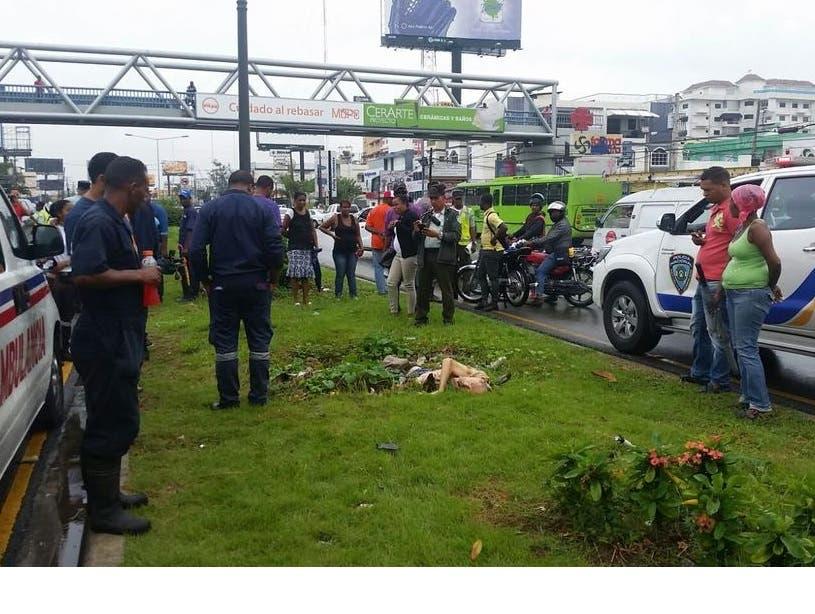 Hallan cadáver de hombre en la isleta de avenida 27 de Febrero