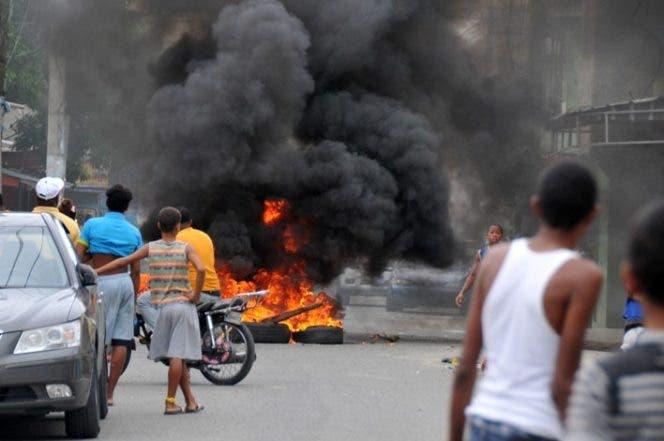 Protesta-apagones-Maquiteria-quema-goma-neumáticos