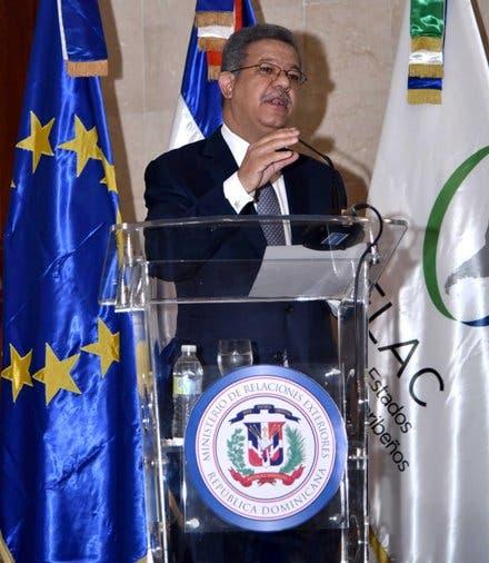 Leonel Fernández dice América Latina necesita repensar diseño curricular