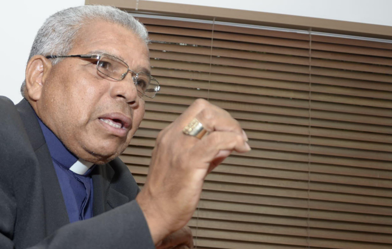 El arzobispo Francisco Ozoria encabezó la comisión del Episcopado que visitó este lunes la Cámara de Diputados.