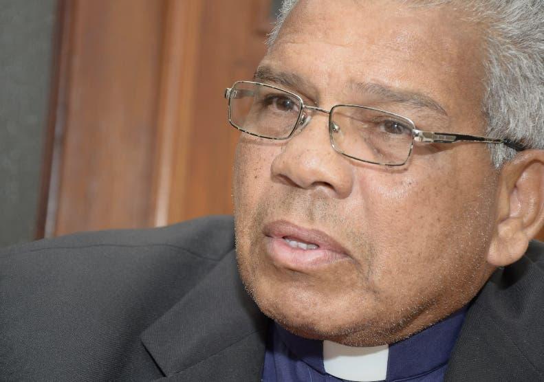 Francisco Ozoria,  arzobispo metropolitano de Santo Domingo.