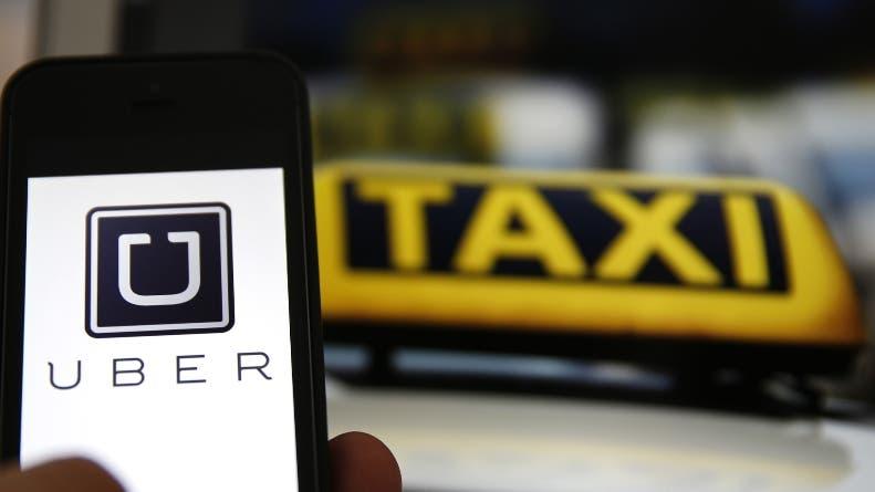 El demandante habría abierto una sesión Uber en el teléfono inteligente de su mujer para pedir un vehículo. Incluso desconectado, el smartphone de su esposa siguió recibiendo las notificaciones de Uber.