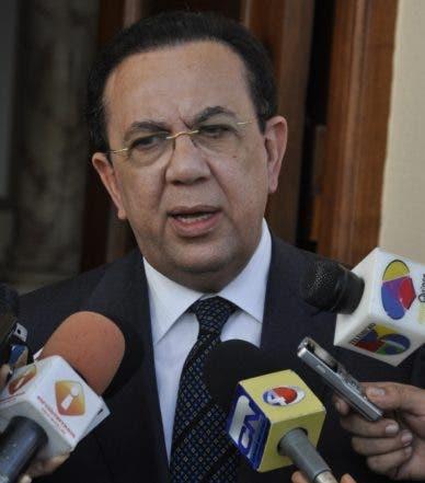 El País/El Gobernador  del Banco Central Héctor Valdez Albizú  mienta realiza una visita al Presidente de la Republica ,.Hoy/José Francisco.25-2-2011