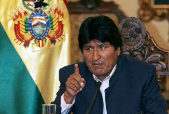 Bolivian President Evo Morales broadcasts a message 05 December, 2007 from the Palacio Quemado presidential palace in La Paz. Morales proposed to the governors of the nine Bolivian provinces to submit their permanence to their posts and his own through a referendum.  AFP PHOTO/AIZAR RALDES
