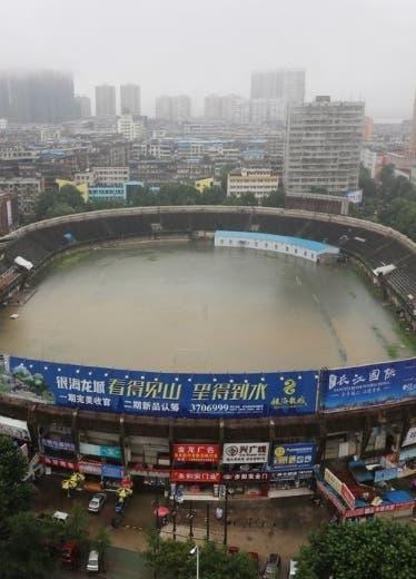 Estadio se inunda y se convierte en una alberca