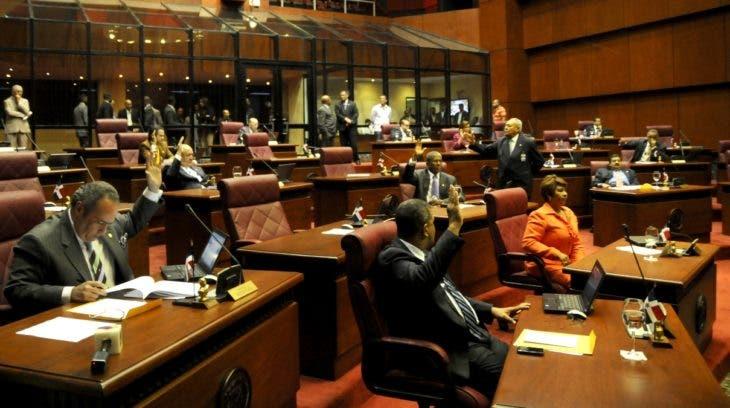 El Senado aprobó, en única lectura y con las observaciones del Poder Ejecutivo, el proyecto de Ley Orgánica del Consejo Nacional de la Magistratura.En Foto.Sesión Del Senado.HOY.Alina Mieses.2.3.2011.