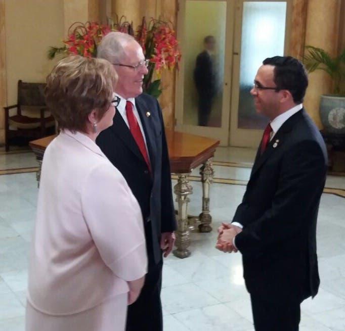 NAVARRO SALUDA AL PRESIDENTE DE PERU