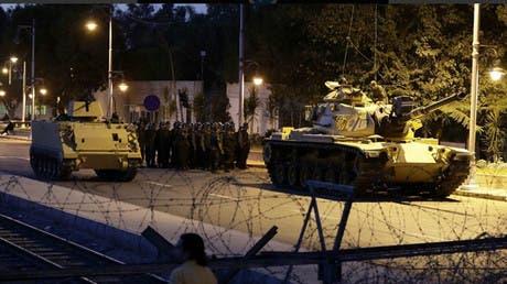 Tanques militares por una calle de Ankara, la capital de Turquía.