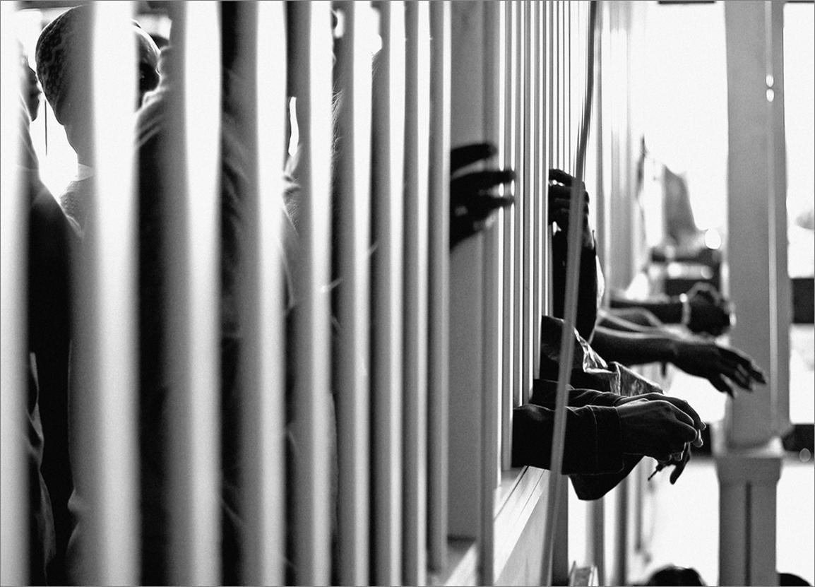 haitianos prisión banco esposos