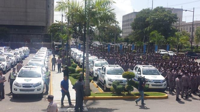 Policía entrega vehículos y motocicletas para ampliar patrullaje