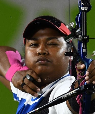 Dominic Republic's Yessica Camilo Gonzalez shoots an arrow during the Rio 2016 Olympic Games women's competition at the Sambodromo archery venue in Rio de Janeiro, Brazil, on August 10 2016.  / AFP / Jewel SAMAD
