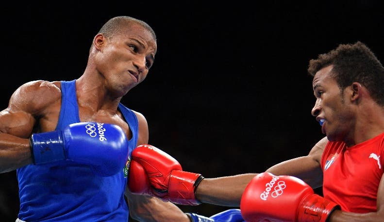 Cuba's Lazaro Jorge Alvarez (R) punches Brazil's Robson Conceicao during the Men's Light (60kg) Semifinal 1 match at the Rio 2016 Olympic Games at the Riocentro - Pavilion 6 in Rio de Janeiro on August 14, 2016.   / AFP / Yuri CORTEZ