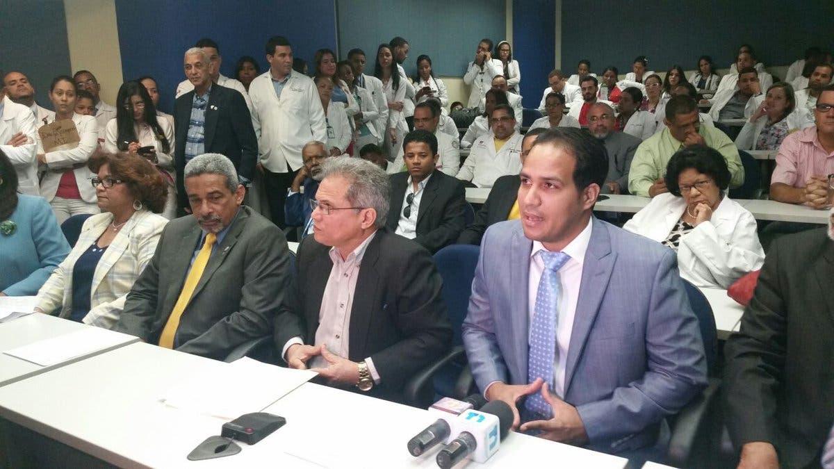 Resultado de imagen para Rueda de prensa en la que el Colegio Médico Dominicana convoco a huelga por 48 horas