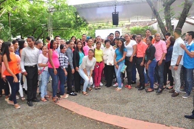Jóvenes  becados  reconocen a Ligia Amado Melo