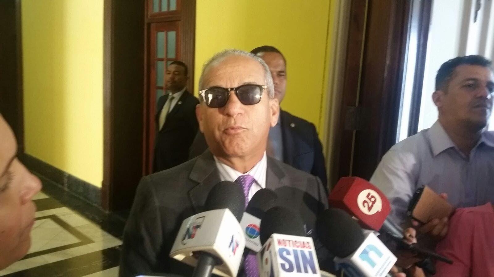 Almirante Sigfrido Pared Pérez, director DNI.