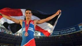 El atleta dominicano Luguelin Santos se bañó de oro nuevamente, esta vez en Taipei.