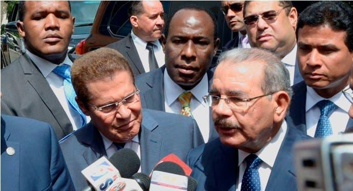 El presidente Danilo Medina,se reunió con 33 lider evangelico,perteneciente a  la alianza Evangelica,en su local de la calle Euclides Morillo/foto Jose de Leon