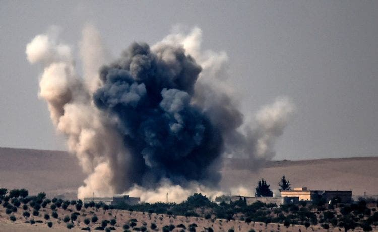 This picture taken from the Turkish Syrian border city of Karkamis in the southern region of Gaziantep, on August 24, 2016 shows smoke billows following air strikes by a Turkish Army jet fighter on the Syrian Turkish border village of Jarabulus during fighting against IS targets. Turkey's army backed by international coalition air strikes launched an operation involving fighter jets and elite ground troops to drive Islamic State jihadists out of a key Syrian border town. / AFP / BULENT KILIC
