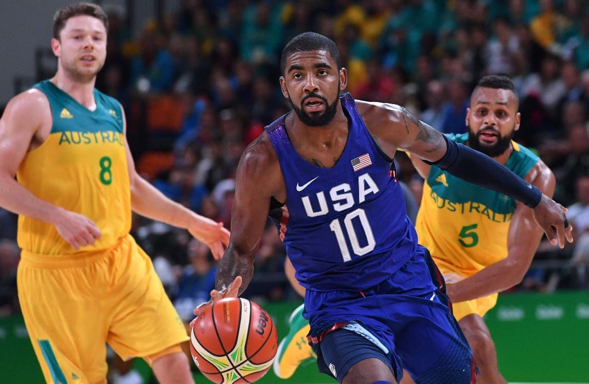 USA's guard Kyrie Irving (C) runs with the ball during a Men's round Group A basketball match between Australia and USA at the Carioca Arena 1 in Rio de Janeiro on August 10, 2016 during the Rio 2016 Olympic Games. / AFP / Andrej ISAKOVIC
