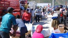 País - Mercado de Jimaní en la frontera con Haití. Edward Roustand / Peródico Hoy / 21 de enero del 2010.