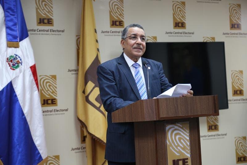 Pleno JCE conocerá el lunes postura ante suspensión visa a Roberto Rosario