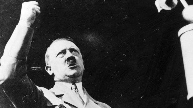 Qué había dentro de la cápsula del tiempo nazi que fue descubierta 80 años después en Polonia