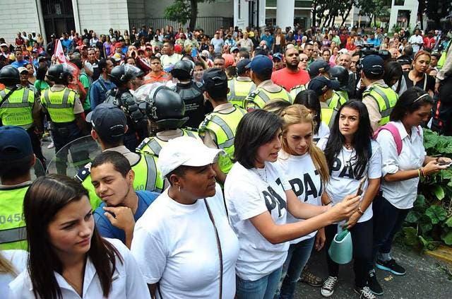 """Tintori denuncia que Maduro ha dado orden de que """"grupos agresivos actúen»"""