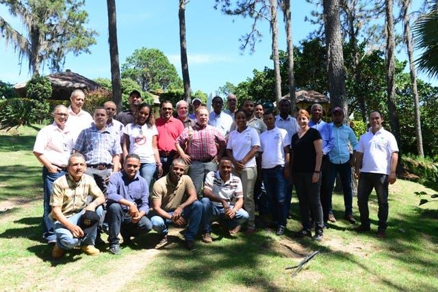 Medio Ambiente trae técnicos norteamericanos para ayudar a combatir parásito ataca bosques de pino