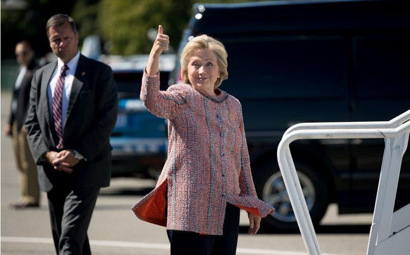 Hillary Clinton retoma campaña tras recuperarse de neumonía
