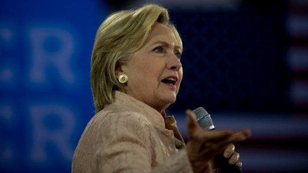 Moore considera que Clinton no logra entusiasmar a los votantes.