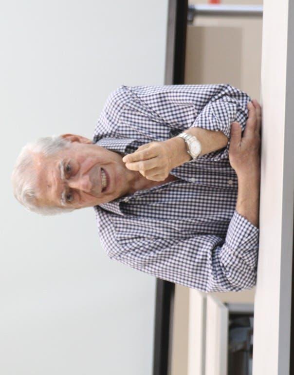 Vargas Llosa habla sobre narrativa con jóvenes escritores en Feria del Libro