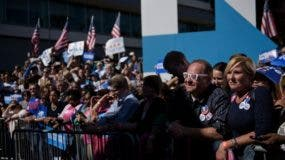People listen as Democratic presidential nominee Hillary Clinton speaks during an Iowa Democratic party early vote rally September 29, 2016 in Des Moines, Iowa. / AFP / Brendan Smialowski